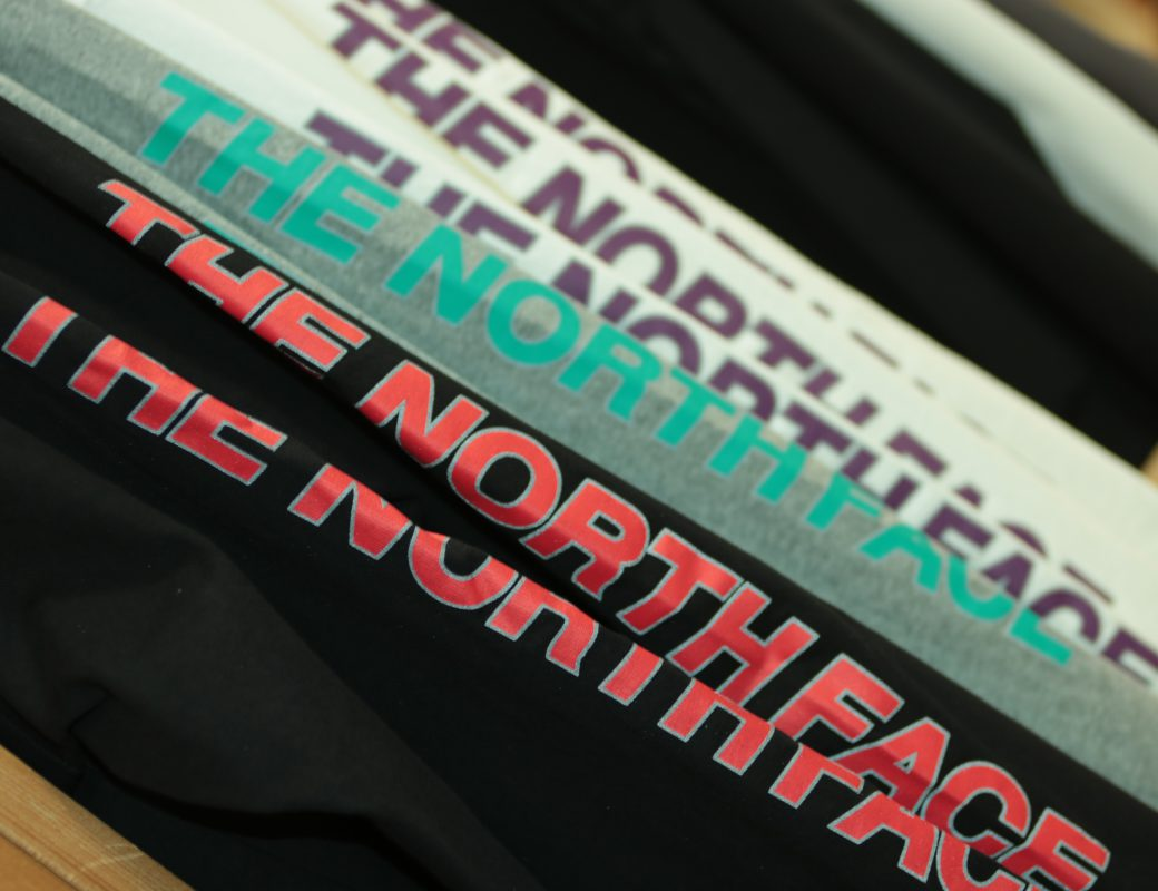 THE NORTH FACE  L/S Square Logo Sleeve Tee